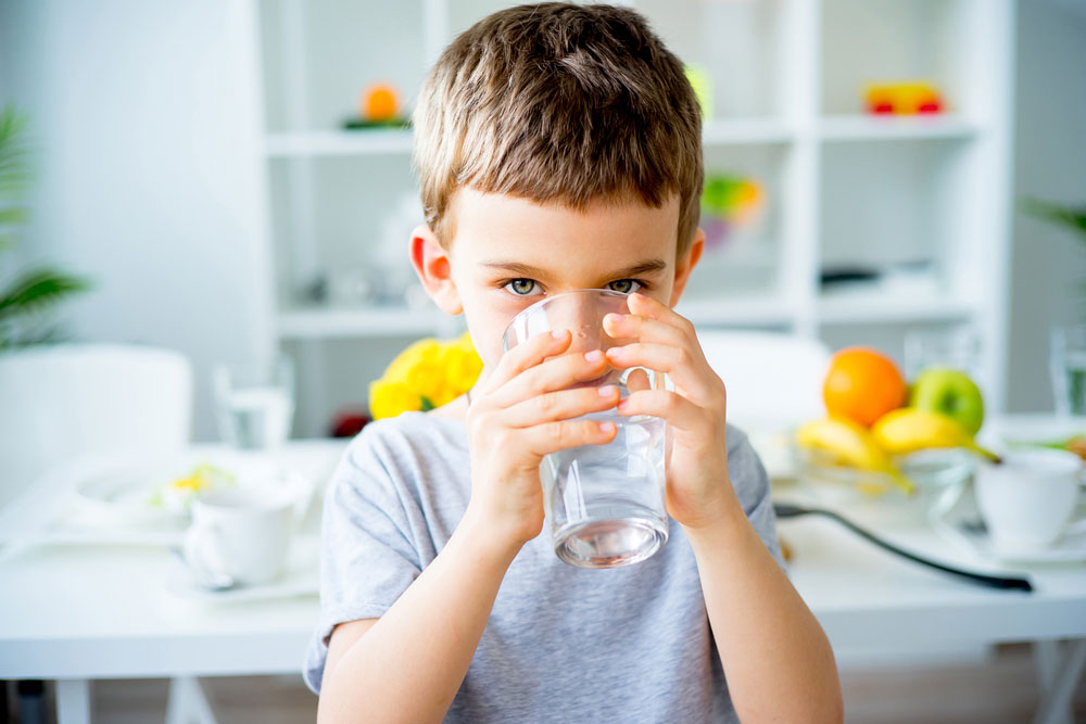 best baby food for constipation--Child Drinks Water
