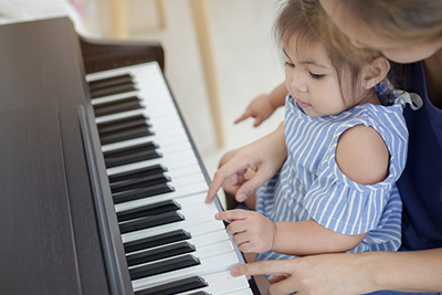 teaching a child about piano playing
