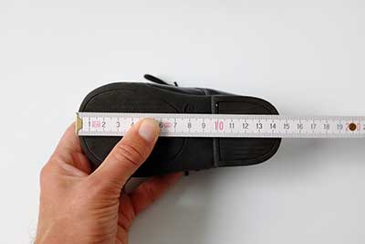 measuring a baby's shoe size
